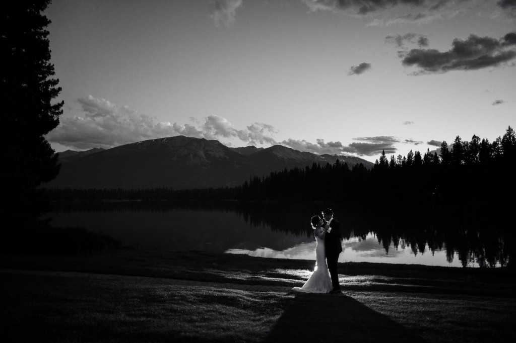 Black and White Bride and Groom Photo, Outdoor Jasper Wedding